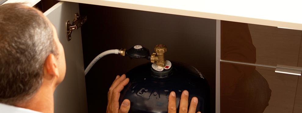 bouteille de gaz choisir un d tendeur et un tuyau de raccordement gazissimo. Black Bedroom Furniture Sets. Home Design Ideas